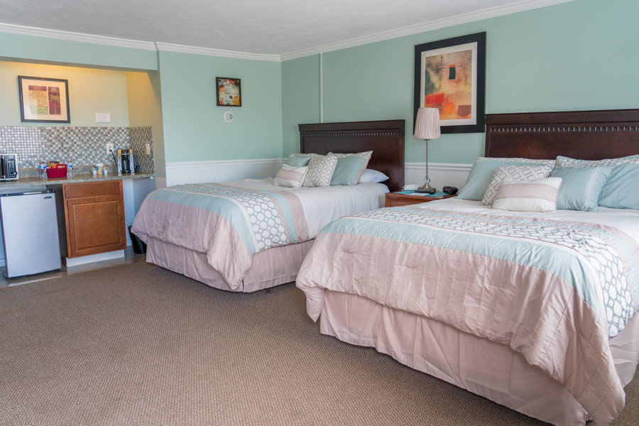 nantasket beach hotel 2-queen guest room