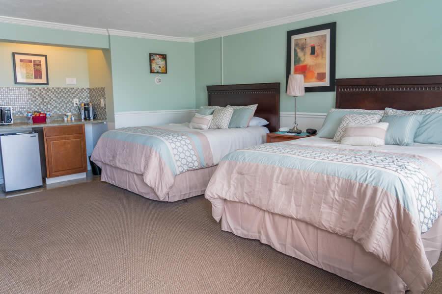 nantasket beach hotel 2-queen guest room