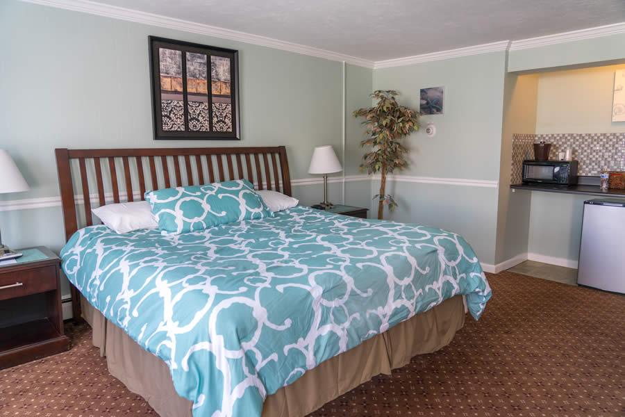 nantasket beach hotel king guest room