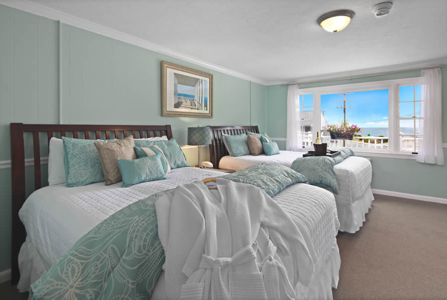nantasket beach hotel 2-queen guest room with robes